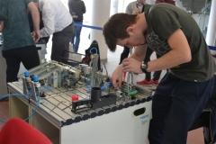 Mladý mechatronik